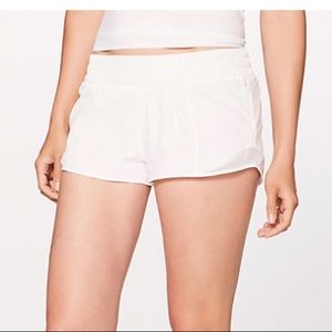 White lululemon hotty hot shorts— FITS LIKE A 4